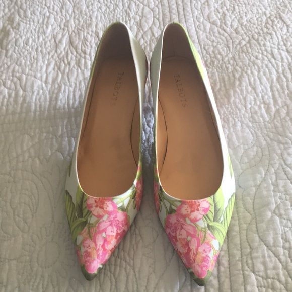 Gorgeous NWOT Talbots floral kitten heel shoes 8.5.  M 5ae267729cc7ef9eaa465dc3